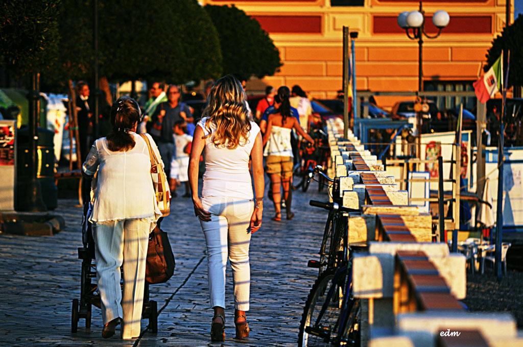 Gastronomia polleria in zona densamente popolata agenzia ferrari s a s - Vino e cucina chiavari ...